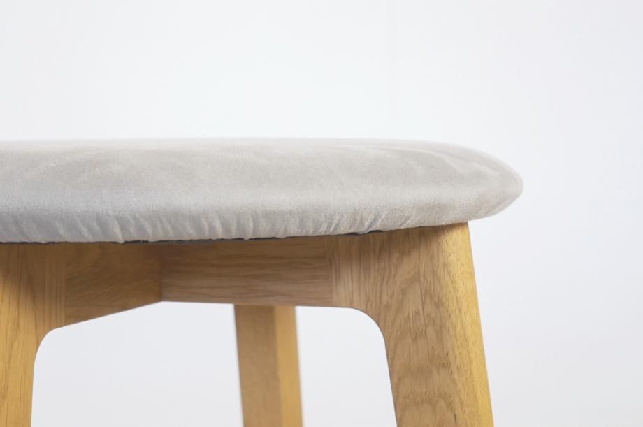 02264-1-3-stool-hocker-gepolstert-massivholz-eiche-zeitraum-moebel-nachhaltiges-design-special-sale (2)