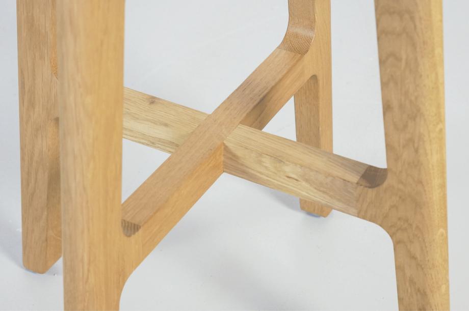 02264-1-3-stool-hocker-gepolstert-massivholz-eiche-zeitraum-moebel-nachhaltiges-design-special-sale (3)