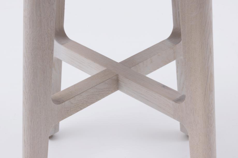 02389-1-3-stool-gestell-eiche-massivholz-gebeizt-kalk-gepolstert-special-sale-nachhaltiges-design-zeitraum-moebel-x (3)