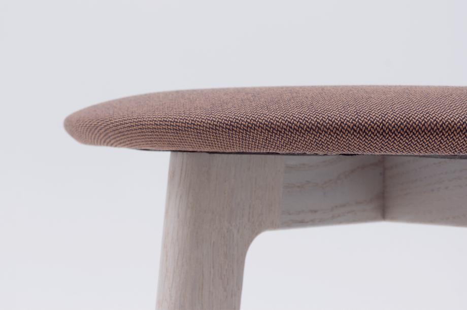 02389-1-3-stool-gestell-eiche-massivholz-gebeizt-kalk-gepolstert-special-sale-nachhaltiges-design-zeitraum-moebel-x (4)