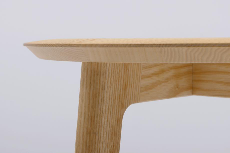 02428-1.3-stool-esche-massivholz-hocker-holzsitz-nachhaltiges-design-special-sale-detail3-zeitraum-moebel1