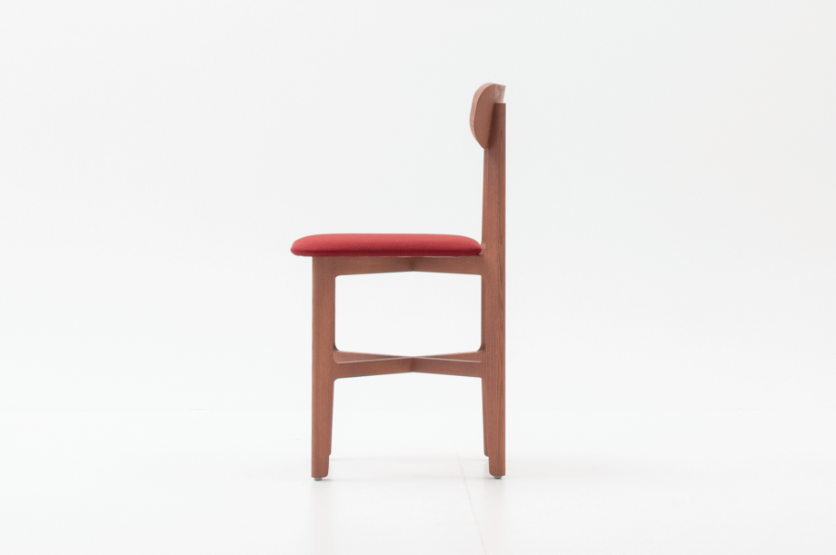 02466-1-3-chair-mauve-polster-stuhl-massivholz-eiche-farbbeize-mauve-zeitraum-moebel-nachhaltiges-desig-special-sale (3)