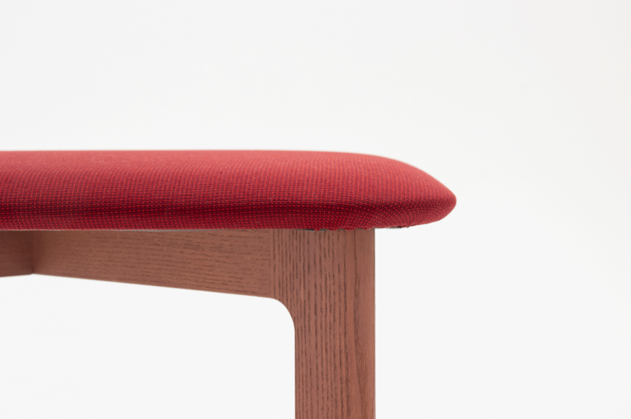 02466-1-3-chair-mauve-polster-stuhl-massivholz-eiche-farbbeize-mauve-zeitraum-moebel-nachhaltiges-desig-special-sale (7)